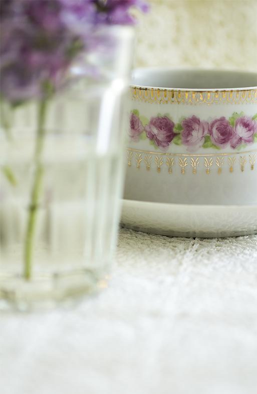 """""""Kaffe och syren""""!   förresten vill du ha en kopp till?    så himla mysigt att du kom och hälsa på!"""