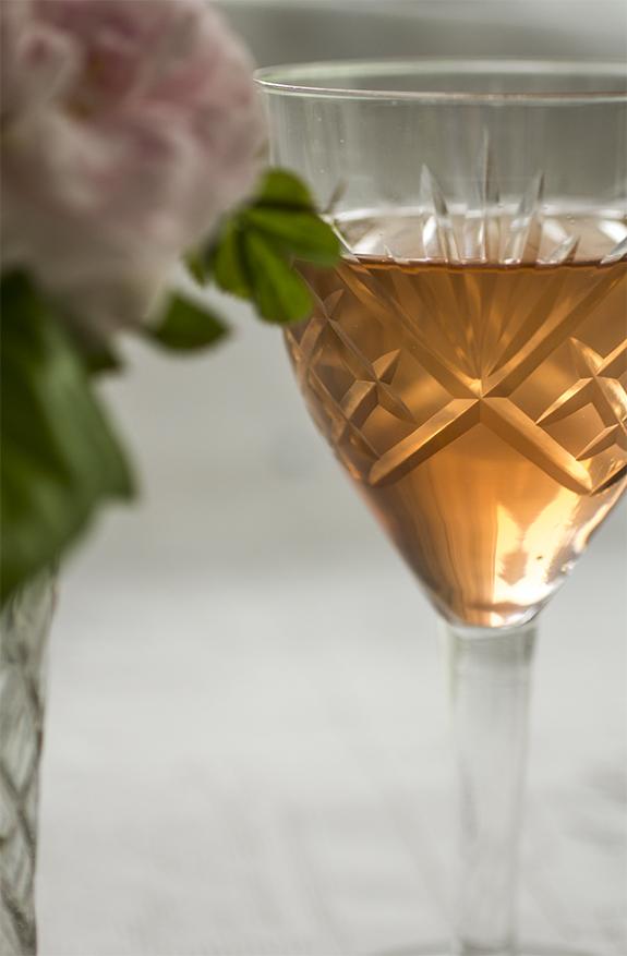 Jag har hällt upp ett glas Jordgubbssaft till Dig!